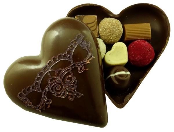 Schokoladenherz mit Pralinen
