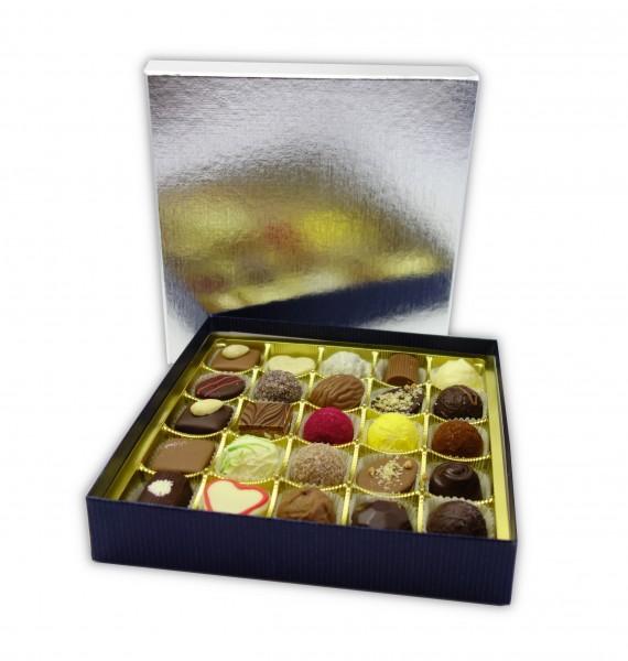 Hochwertige silberne Schachtel mit 25 Pralinen