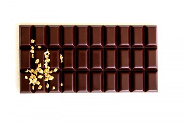 Ingwerschokolade-zartbitter-mit-Ingwer-Stueckchen